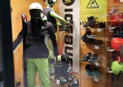 vetrine negozio sportivo sestriere